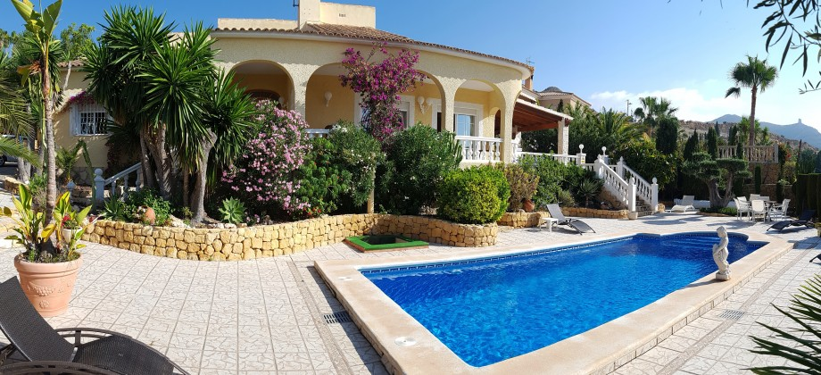 Luxury villa with pool at 50 meters from the beach.