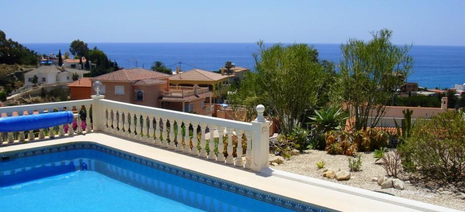 Villa con piscina y fantasticas vistas al mar en Coveta Fuma