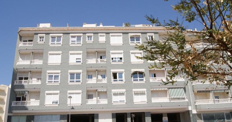 Apartamento nuevo con piscina en el centro de Campello.