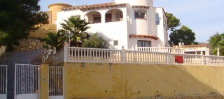 Villa con piscina y vistas al mar en Campello.