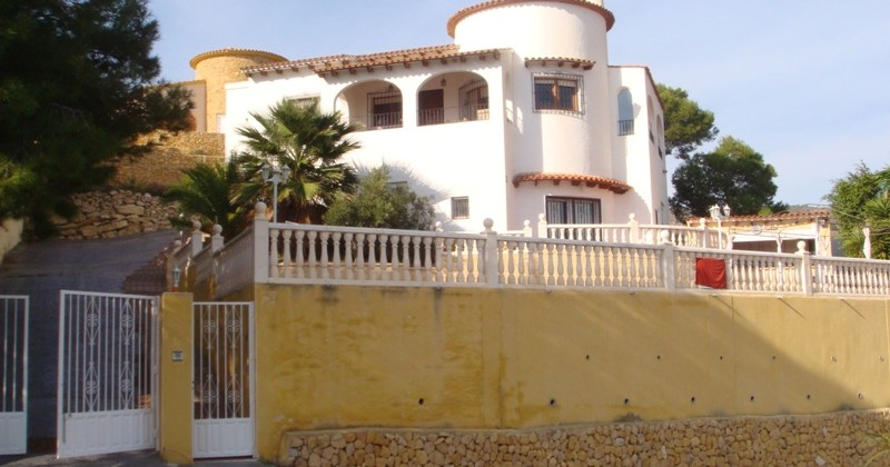 Villa with pool and sea-views in Campello.