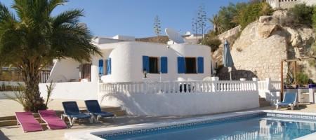 Villa con piscina, Air-co. y vistas al mar en Coveta Fuma Campello.
